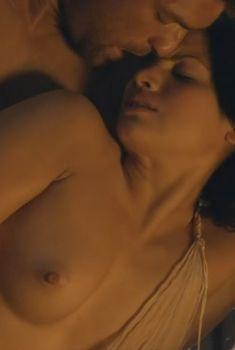 Красотка Катрина Ло оголила грудь и попу в сериале «Спартак: Месть», 2012