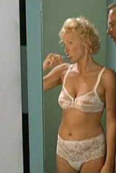 Симпатичная Катя Риман засветила грудь в фильме «Агнес и его братья», 2004