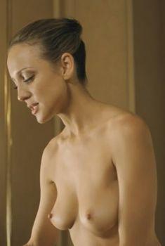 Голая Кейт Бихан в фильме «Горящий человек», 2011