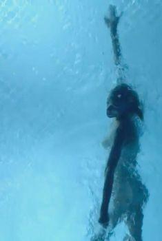 Голая Келли Линч в сериале «Город мечты», 2012