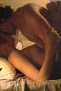 Грудь Келли Разерфорд в фильме «Ангелы здесь не живут», 2002