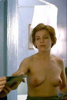 Голая Керри Фокс в фильме «Неглубокая могила», 1994