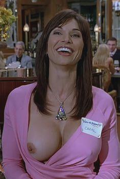 Кимберли Пейдж показала голую грудь в фильме «Сорокалетний девственник», 2005