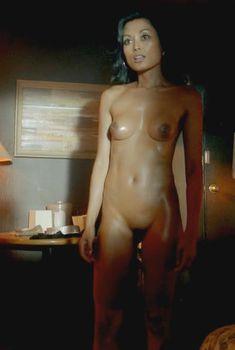 Голая Кира Клавелл в сериале «Бестия», 2013