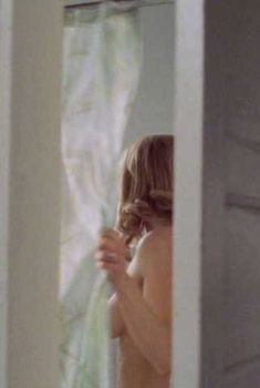 Кира Седжвик засветила грудь в фильме «Дверь в дверь», 2002