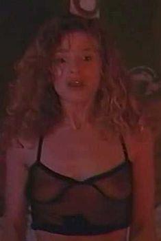 Голая Кира Седжвик в фильме «Пираты», 1991
