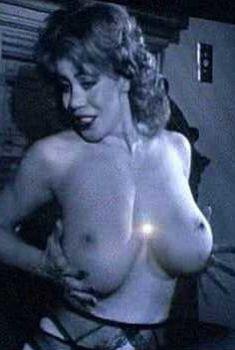 Голая Киттен Нативидад в фильме «Другие 48 часов», 1990