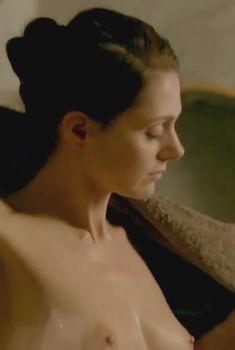 Клара Иссова засветила грудь в сериале «Перевозчик», 2012