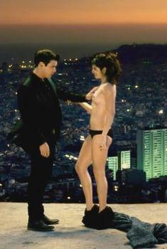 Голая Клара Лаго в фильме «Три метра над уровнем неба. Я тебя хочу», 2012