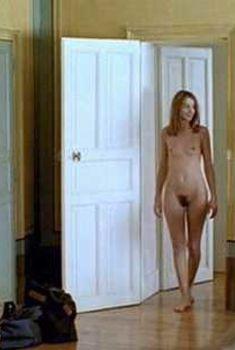 Абсолютно голая Клотильда Куро в фильме «Театр смерти», 2000
