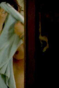 Клотильда Эсме засветила грудь в фильме «Седьмой сын», 2014