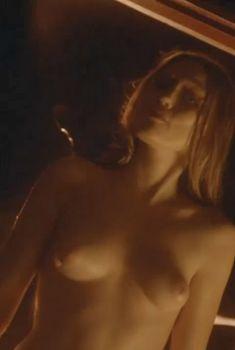 Голая Клэр Грант в сериале «Мастера ужасов», 2005