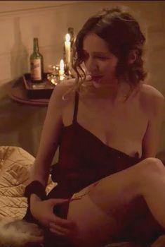 Криста Тере показала грудь в фильме «Двое», 2015