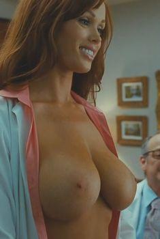 Огромная голая грудь Кристин Смит в фильме «Очень плохая училка», 2011
