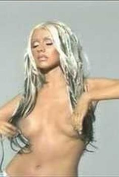 Кристина Агилера показала голую грудь на MTV Diary, 2002