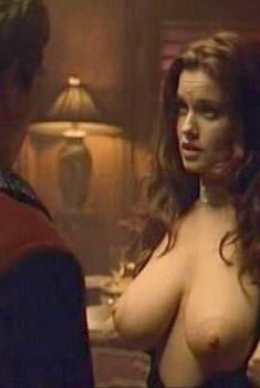 Голая Кэрри Стивенс в фильме «Кто твои предки.», 2002
