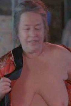 Голая Кэти Бейтс в фильме «О Шмидте», 2002