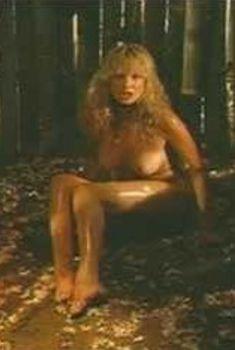 Голая Кэти Шоуэр в фильме «Дальнейшие приключения Теннеси Бака», 1988