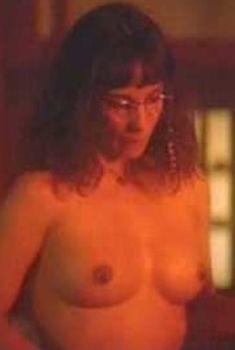 Эротичная Кэтлин Куинлен оголила грудь и попу в фильме «Дорз», 1991
