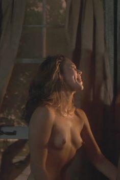 Голая Кэтлин Тёрнер в фильме «Жар тела», 1981