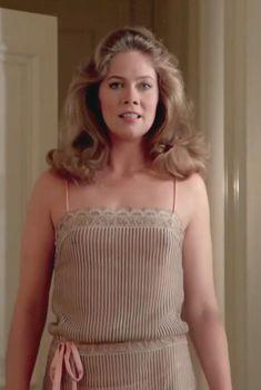 Кэтлин Тёрнер засветила соски в фильме «Мозги набекрень», 1983