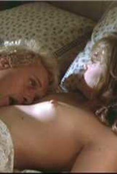 Голая Кэтлин Тёрнер в фильме «Редкая порода», 1984