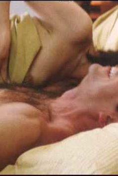 Кэтрин Кинер засветила голую грудь в фильме «Сорокалетний девственник», 2005