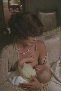 Кэтрин Росс засветила грудь в фильме «Бетси», 1978