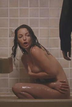 Голая Кэтрин Хайгл в фильме «Очень опасная штучка», 2012