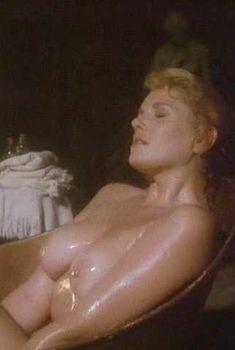 Голая Лана Кларксон в фильме «Возвращение Сатаны», 1990