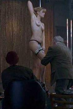 Голая Лара Филлипс в фильме «Ледяной урожай», 2005