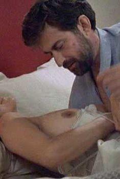 Красивая Лаура Моранте засветила голую грудь в фильме «Комната сына», 2001