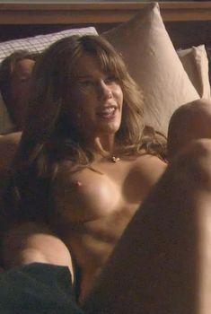 Голая Лаура Нилс в сериале «Блудливая Калифорния», 2007