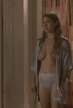 Голая Лаура Рэмси в фильме «Ирландец», 2010