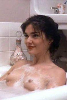 Голая Лаура Хэрринг в фильме «Тихая ночь, смертельная ночь 3. Лучше поберегись!», 1989