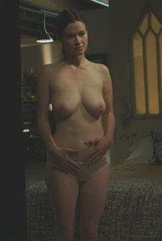 Голая Лейша Хейли в фильме «Плодородная почва», 2011