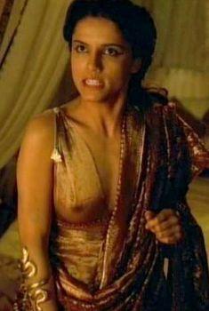 Засвет сосков Леонор Варела в сериале «Клеопатра», 1999