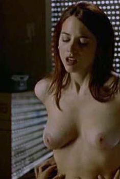 Полностью голая Леонор Уотлинг в фильме «Шум моря», 2001