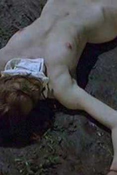 Голая Лесли Стефансон в фильме «Дочь моего босса», 2003