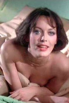 Красивая Лесли-Энн Даун оголилась в фильме «Розовая пантера наносит ответный удар», 1976