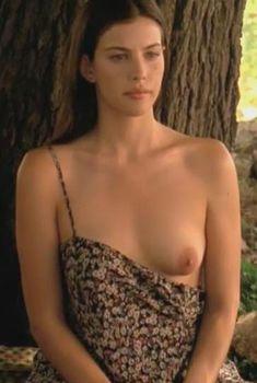 Голая Лив Тайлер в фильме «Ускользающая красота», 1995