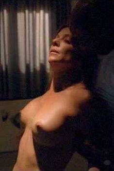 Голая Лиза Артуро в фильме «Пожираемые заживо», 2008