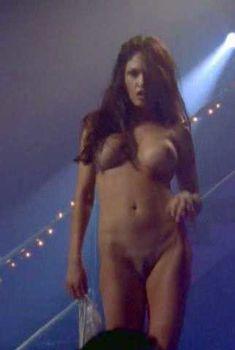 Голая Лиза Бойл в фильме «Ночь, которой никогда не было», 1997