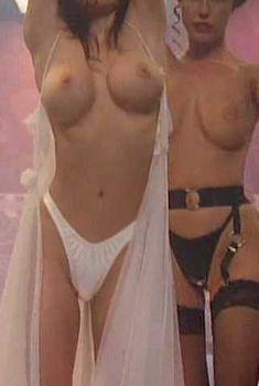 Голая Лиза Бойл в фильме «Полуночный стриптиз», 1994