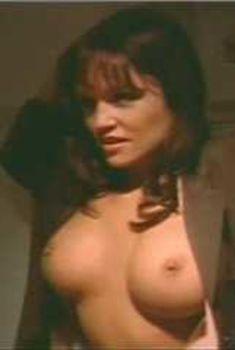 Голая Лиза Бойл в фильме «Улица любви», 1994