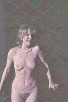 Голая Лиза Гастони в фильме «Скандал», 1976