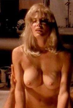 Голая Лиза Комшоу в фильме «Роковая страсть», 1995