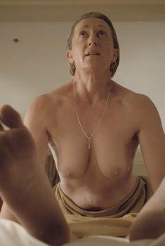 Голая Лиза Лонг в сериале «Бесстыдники», 2011