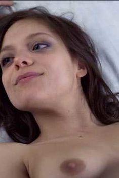 Голая Лиззи Брошере в фильме «За осенью следует зима», 2011