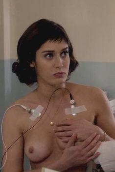 Голая Лиззи Каплан в сериале «Мастера секса», 2013